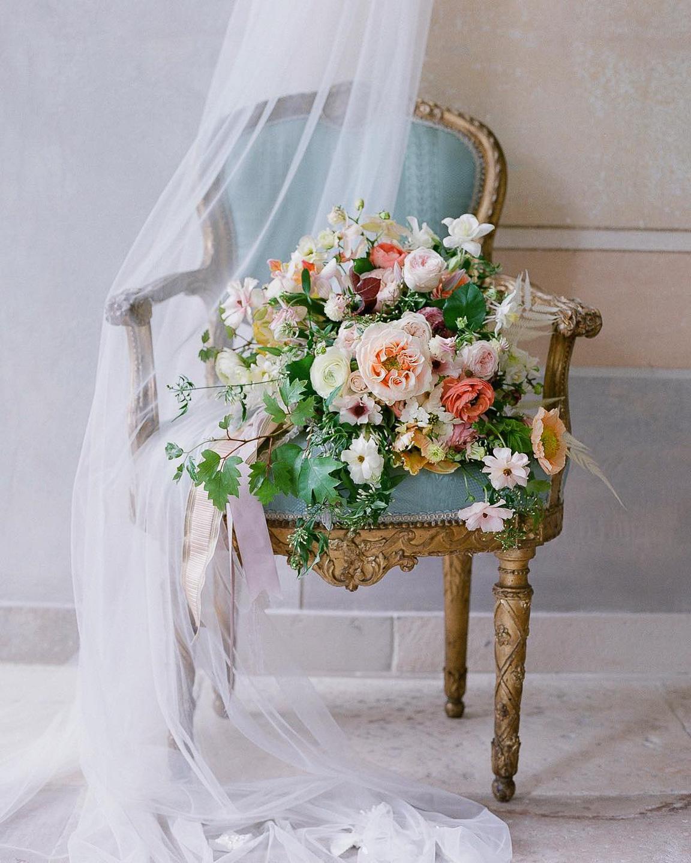Chaise avec des fleurs