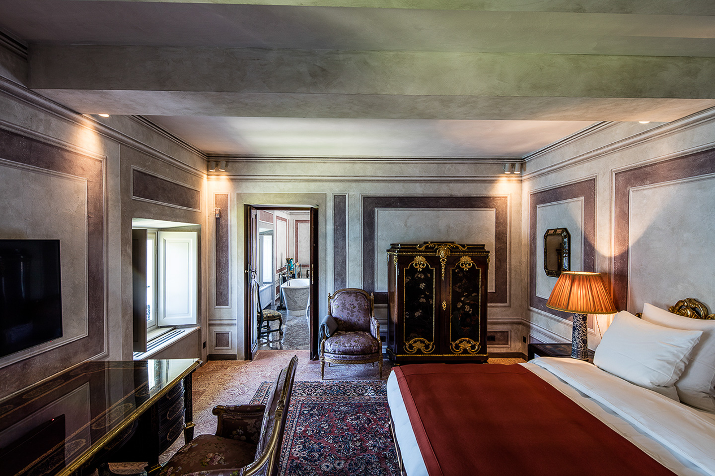 Villa Balbiano exclusive property on lake Como first rate accommodation second floor luxury suite ensuite marble bathroom bedroom 26000VB_int