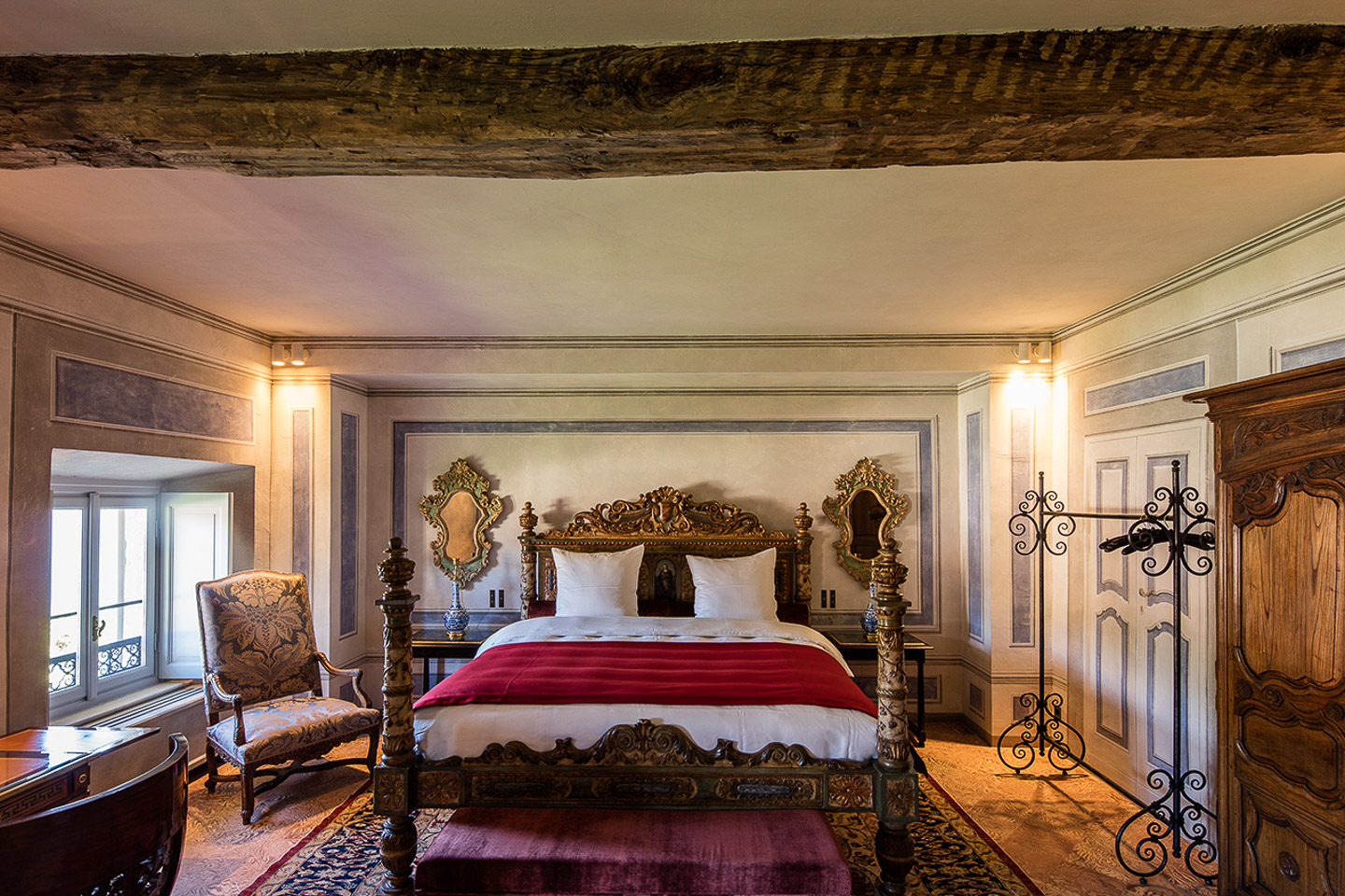 Villa Balbiano luxury property best available for accommodation rental on lake Como guests can spend night opulent luxury suites second floor ensuite bedroom 24000VB int