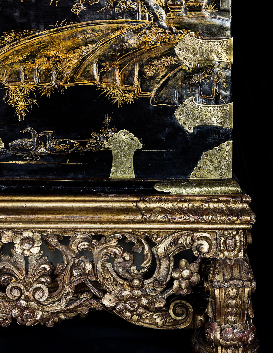 Villa Balbiano luxury property on lake Como sumptuous interiors blue master suite antique japanese chest black lacquer gilded wood first floor best service 1