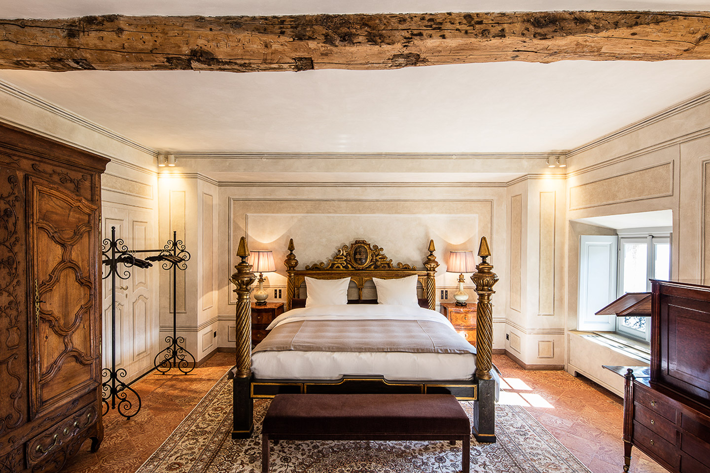 Villa Balbiano luxury villa property Durini 17 century Lake Como comfort bed suites bedrooms marble bathrooms originality beauty second floor 1