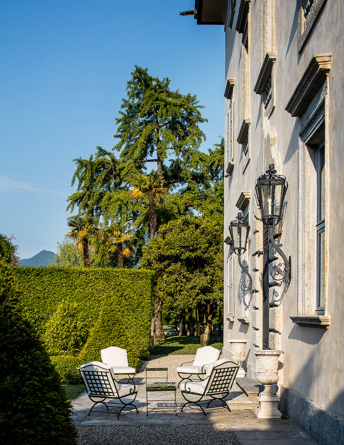 Villa Blabiano luxury property Lakr Como Italy available exclusive rent rental accommodation travel destination intimate wedding ceremony area in front of 4 floor palazzo