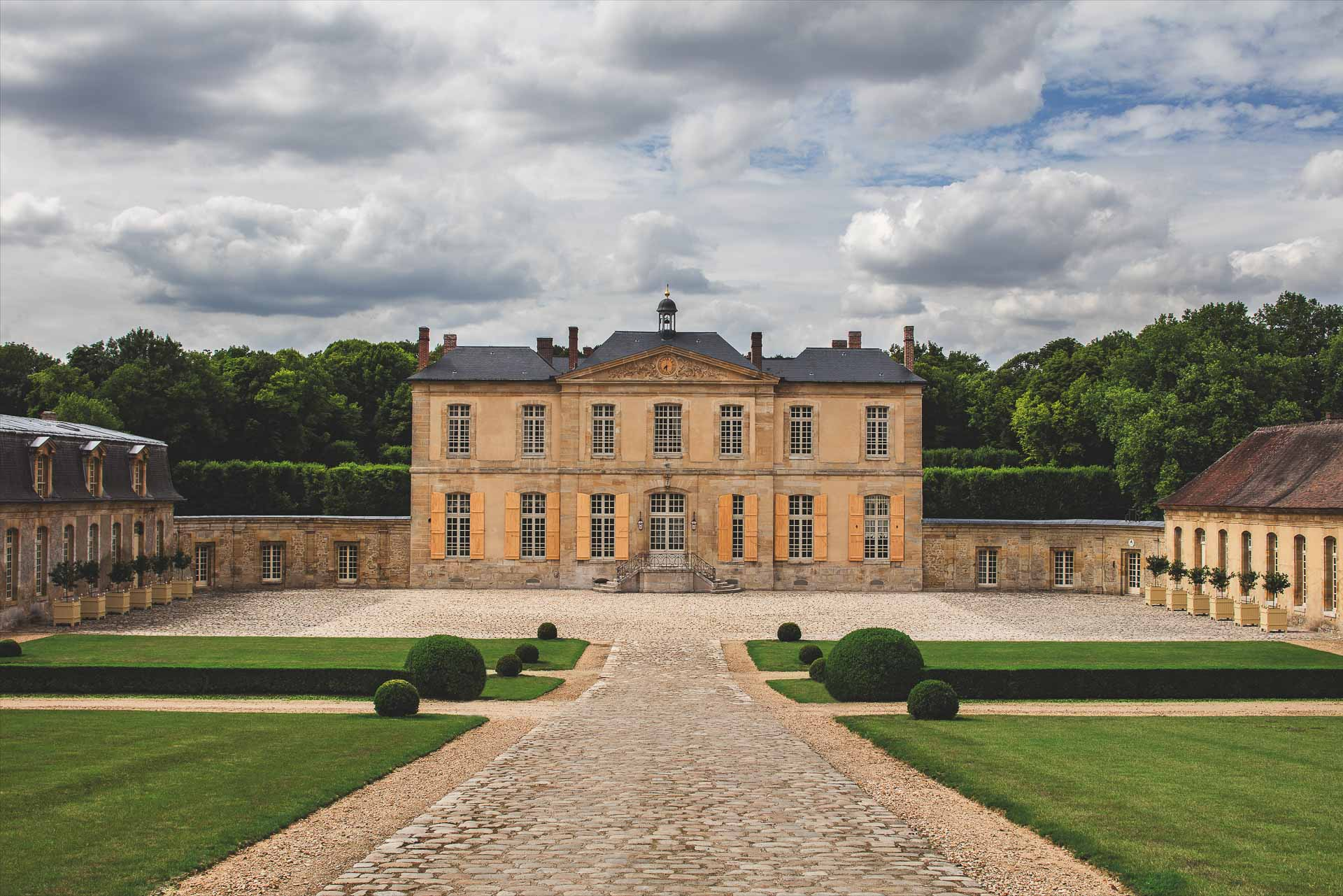 Best Chateau de Villette Paris The Heritage Collection accommodation exclusive rent rental desination weddings event vast territory high level services couture high French cusine wine food