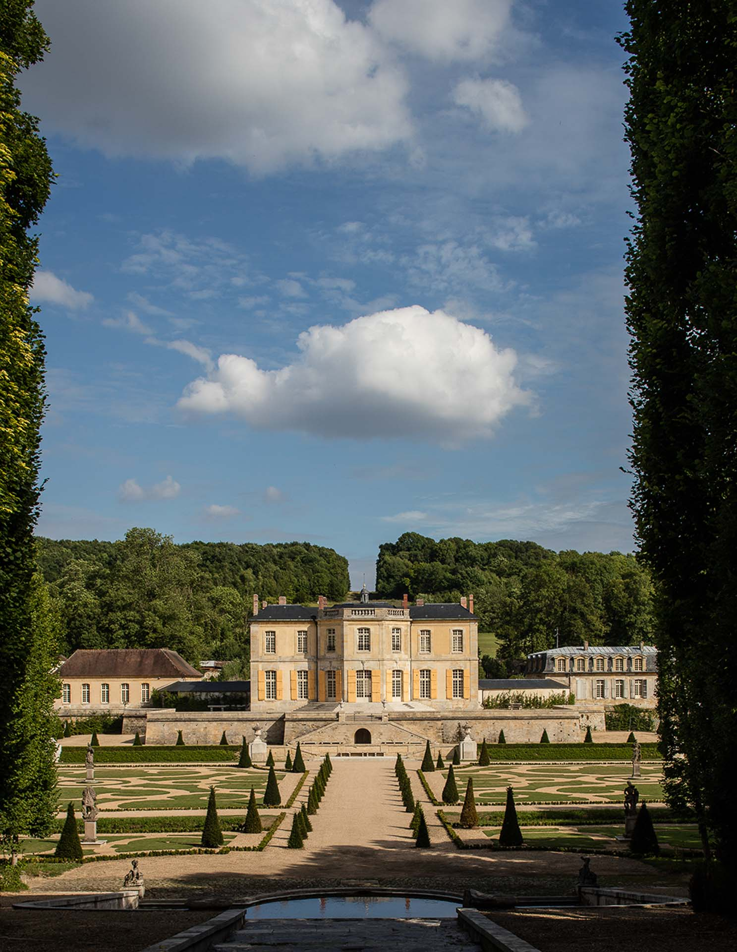 Chateau de Villette luxury property available for exclusive rent rental weddings events departure magazine photo famous facade swimming pool The Heritage Collection