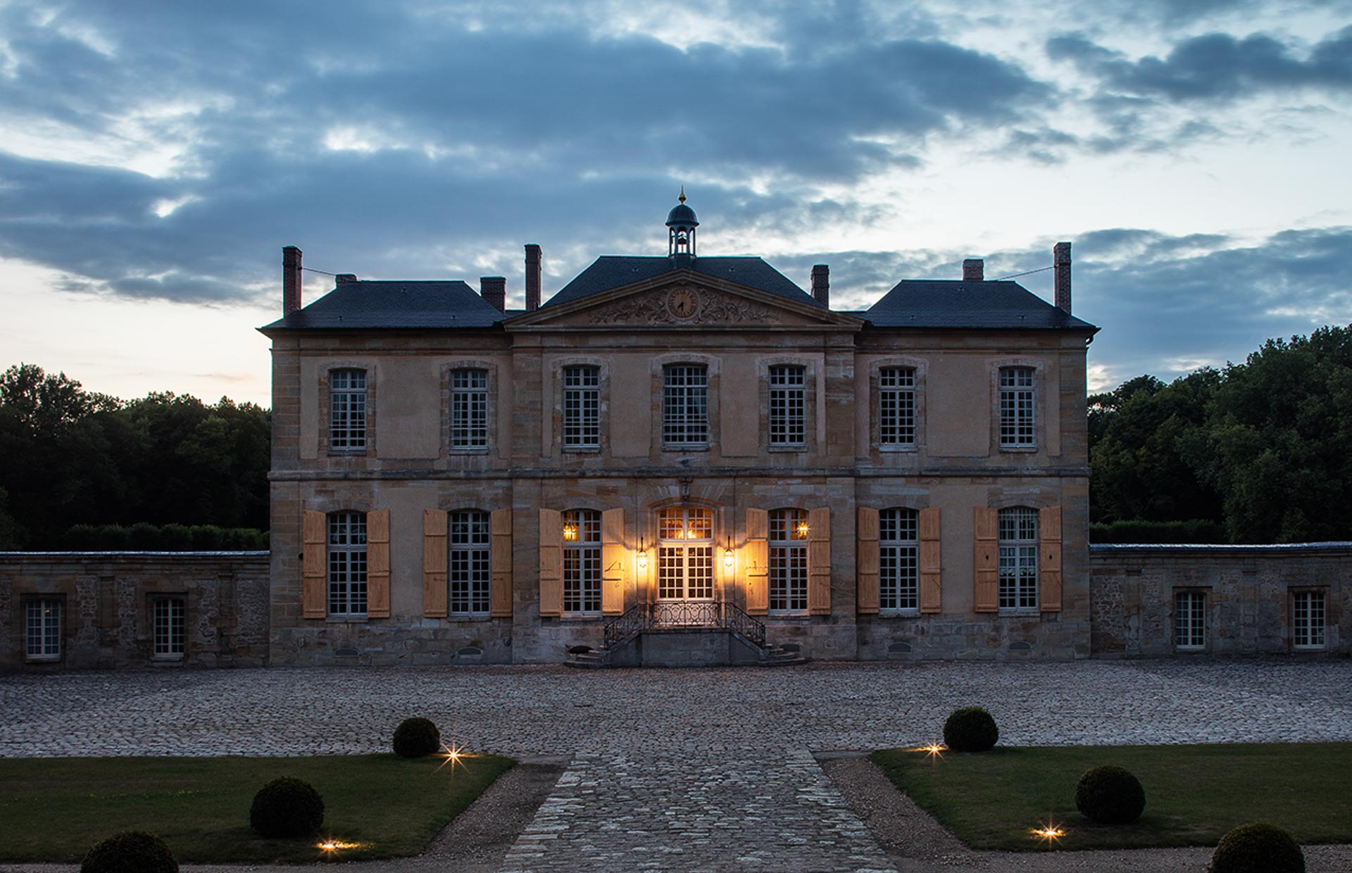 Historical Sumptuous Chateau in France near Paris perfect venue for events including luxury weddings seminars private dinners 3