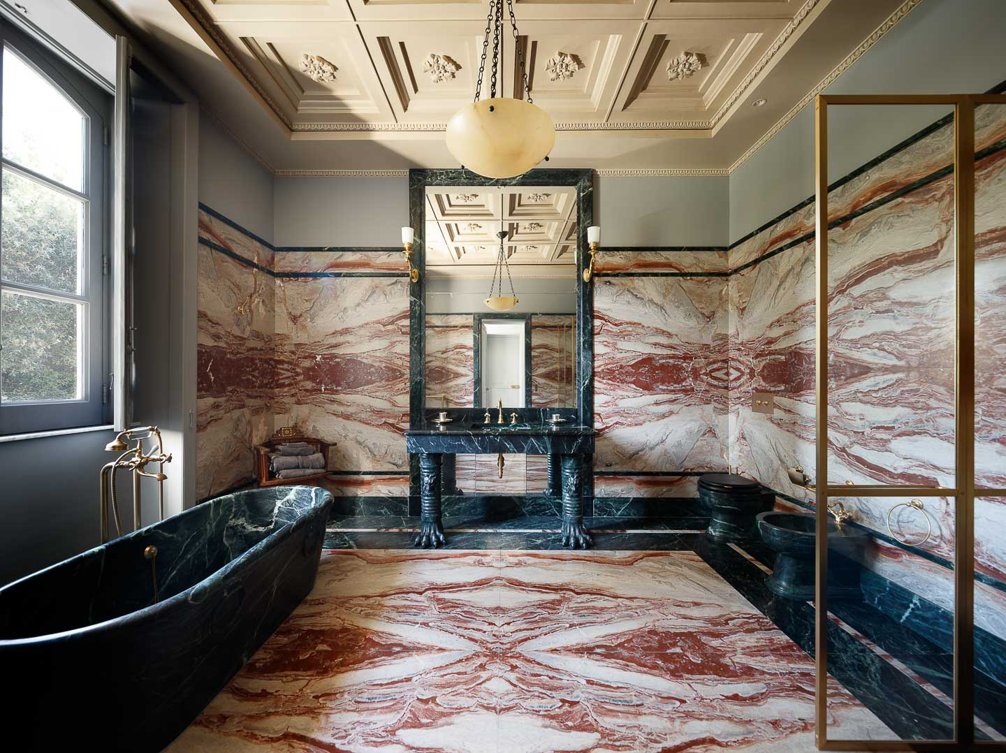 Villa Astor exclusive bathroom bathtub rare marble decor decoration interior French interiordesigner Jacues Garcia luxury travel experience guest holiday vacation stay bedrooms The Heritage Collection