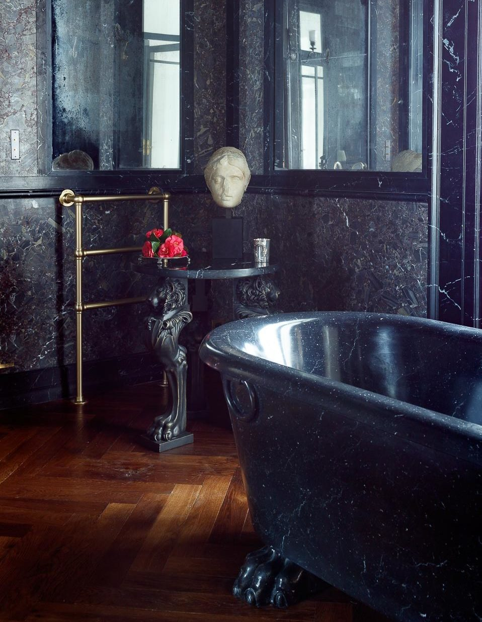 Villa Astor luxury accommodation service Amalfi coast Sorrento bathroom marble floor bathtub The Heritage Collection e1573667364119