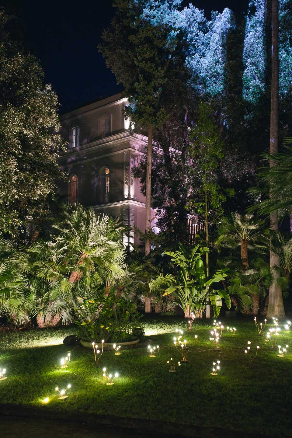 Villa Astor luxury property available rent rental desitination weddings events party evening entertainment evening light music best venue Italy