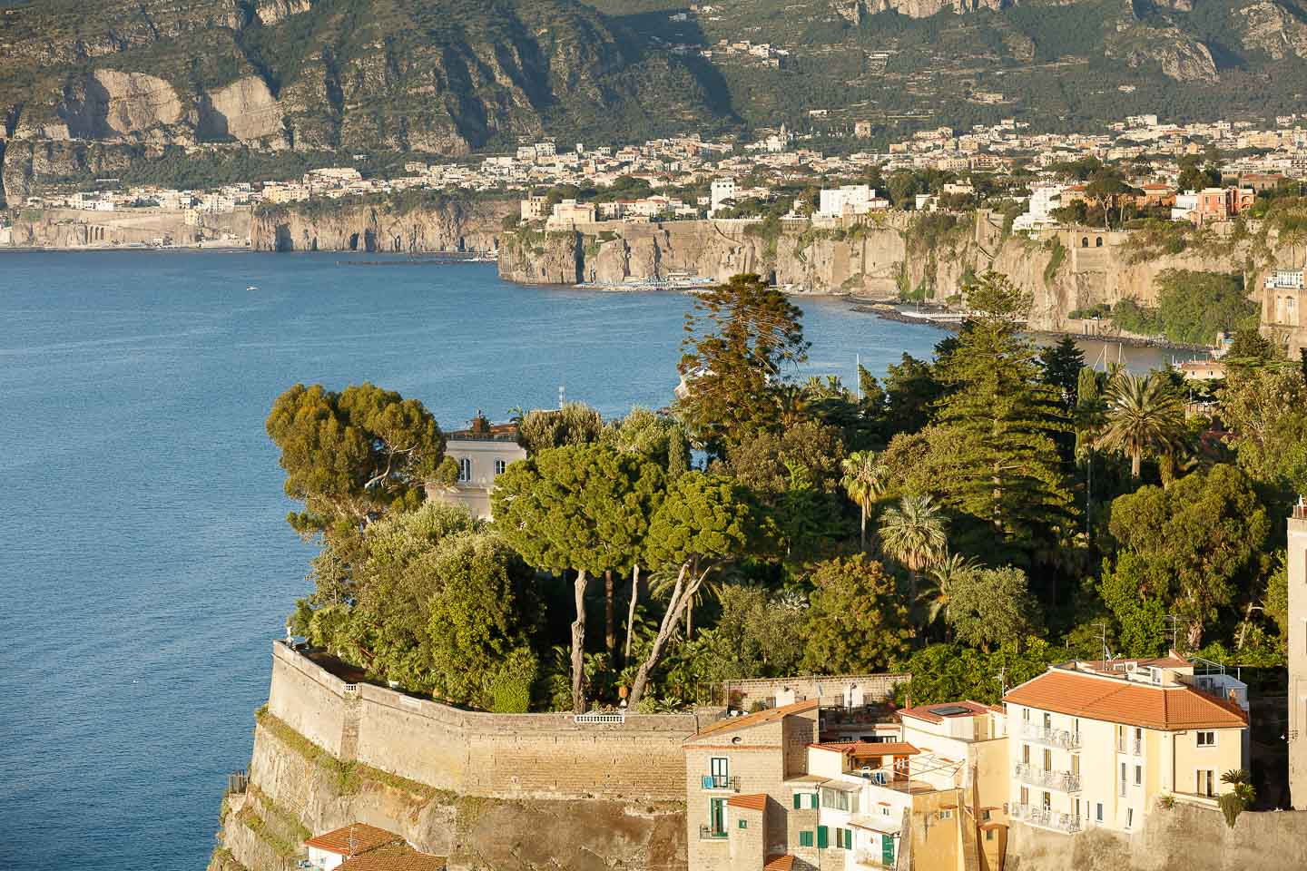 Villa Astor luxury retreat vacation destination accommodation Sorrentine peninsula Sorrento Meditteranean landscape sea coast garden pool 5