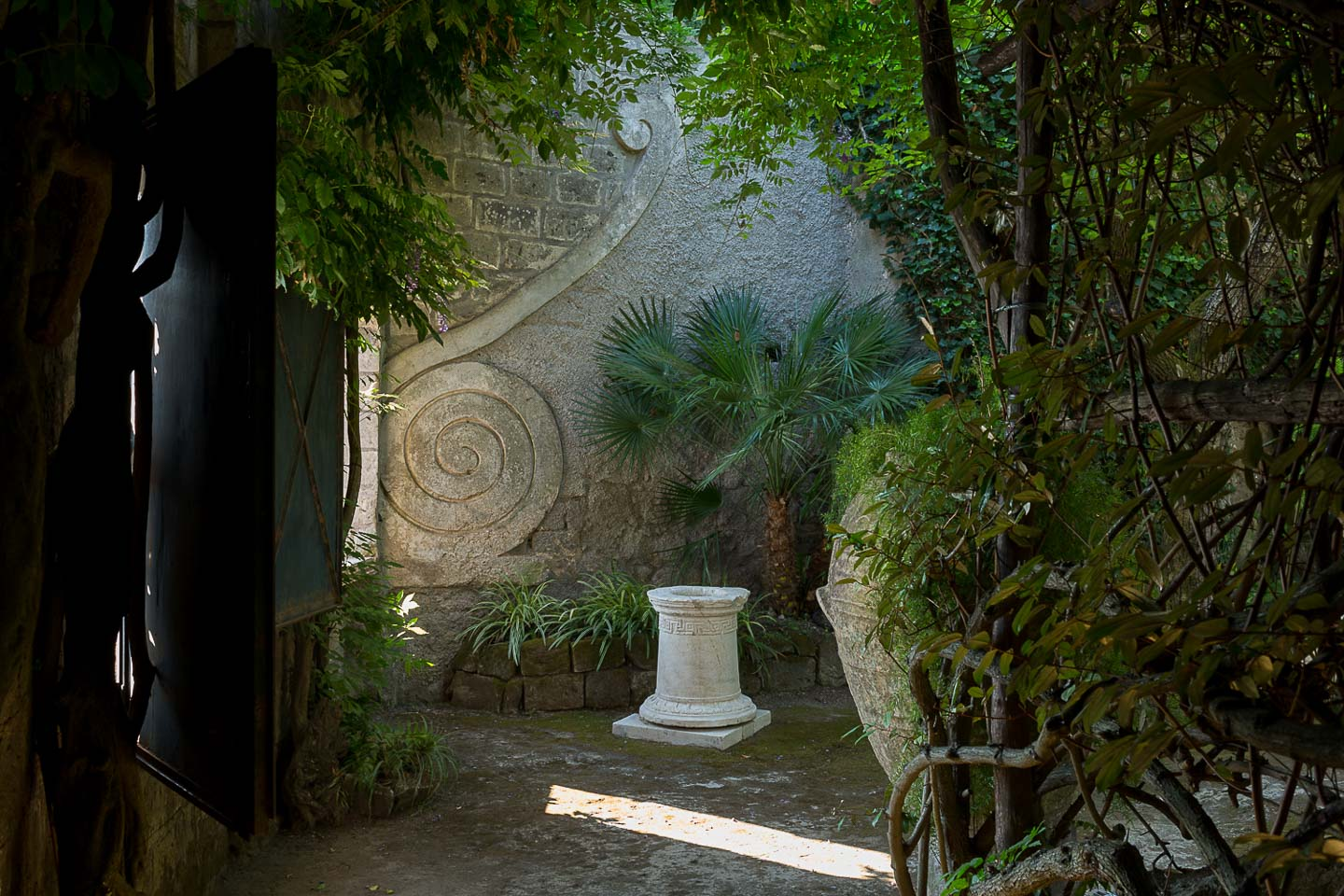 Villa Astor private home rental best italian garden roman greek antiquities collection marble antique urn plants window 21 1